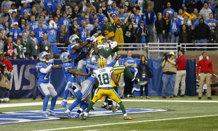 Green Bay Packers tight end Richard Rodgers (82) falls into the end zone after catching a 61-yard pass for a touchdown on the last play of an NFL football game against the Detroit Lions, Thursday, Dec. 3, 2015, in Detroit. (AP Photo/Paul Sancya)   ORG XMIT: DTF130